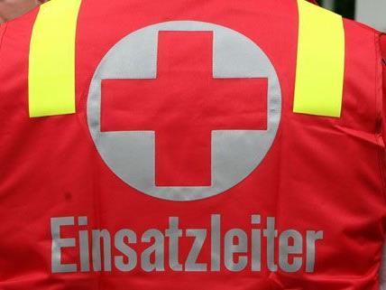 Ein 23-jähriger wurde bei den Aufräumarbeiten schwer verletzt.