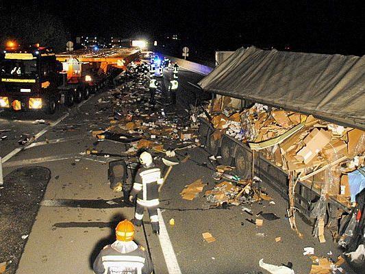 Auf der A1 ereignete sich Mittwochfrüh ein schwerer Lkw-Unfall