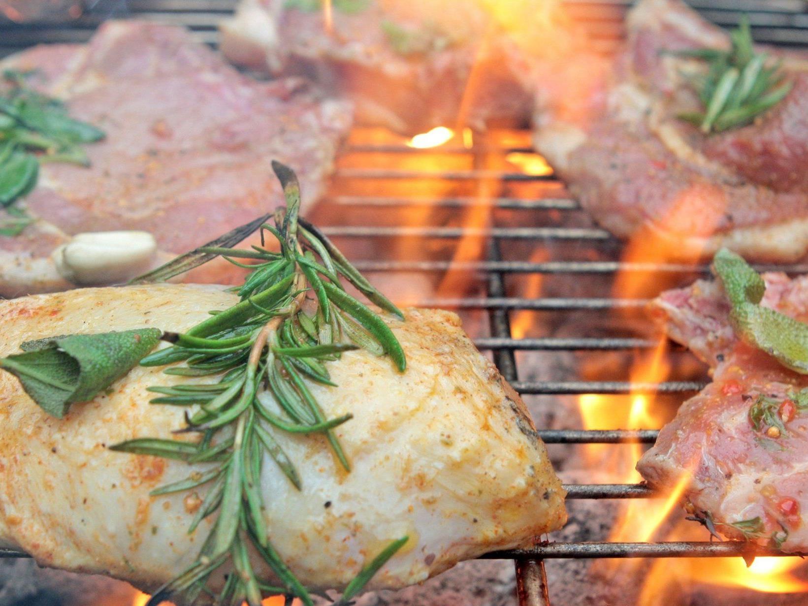 Der Sommer kann kommen: Wir haben einfache Rezepte zum Nach-Grillen!