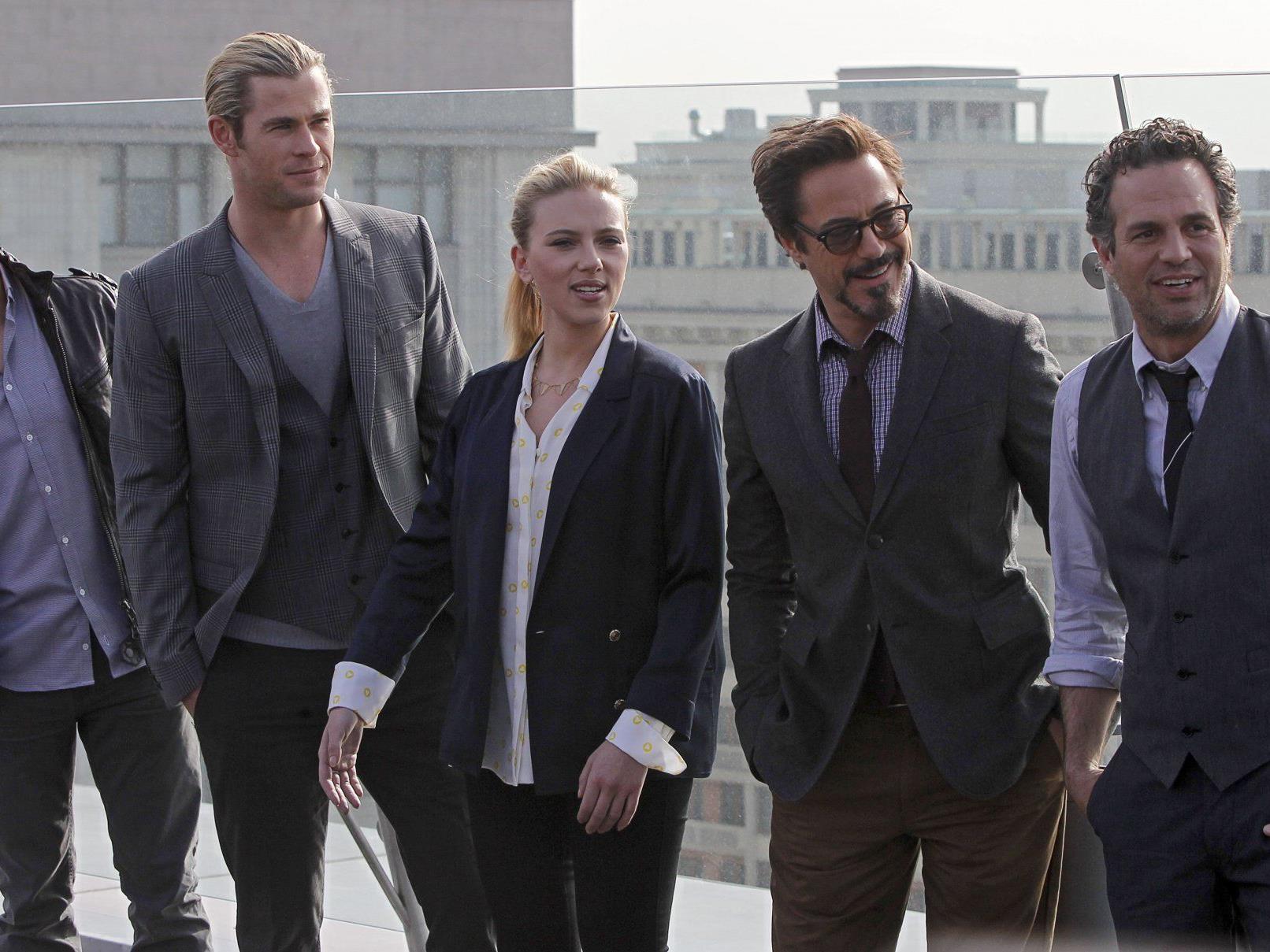 """""""The Avengers"""": Jeremy Renner, Chris Hemsworth, Scarlett Johansson, Robert Downey Jr. und Mark Ruffalo posieren für die Fotografen."""