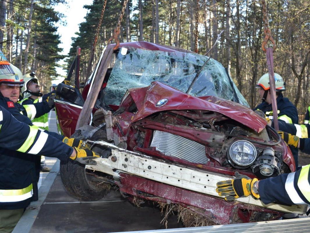 Zwei Schwerverletzte forderte dieser Crash auf der Hernsteiner Straße