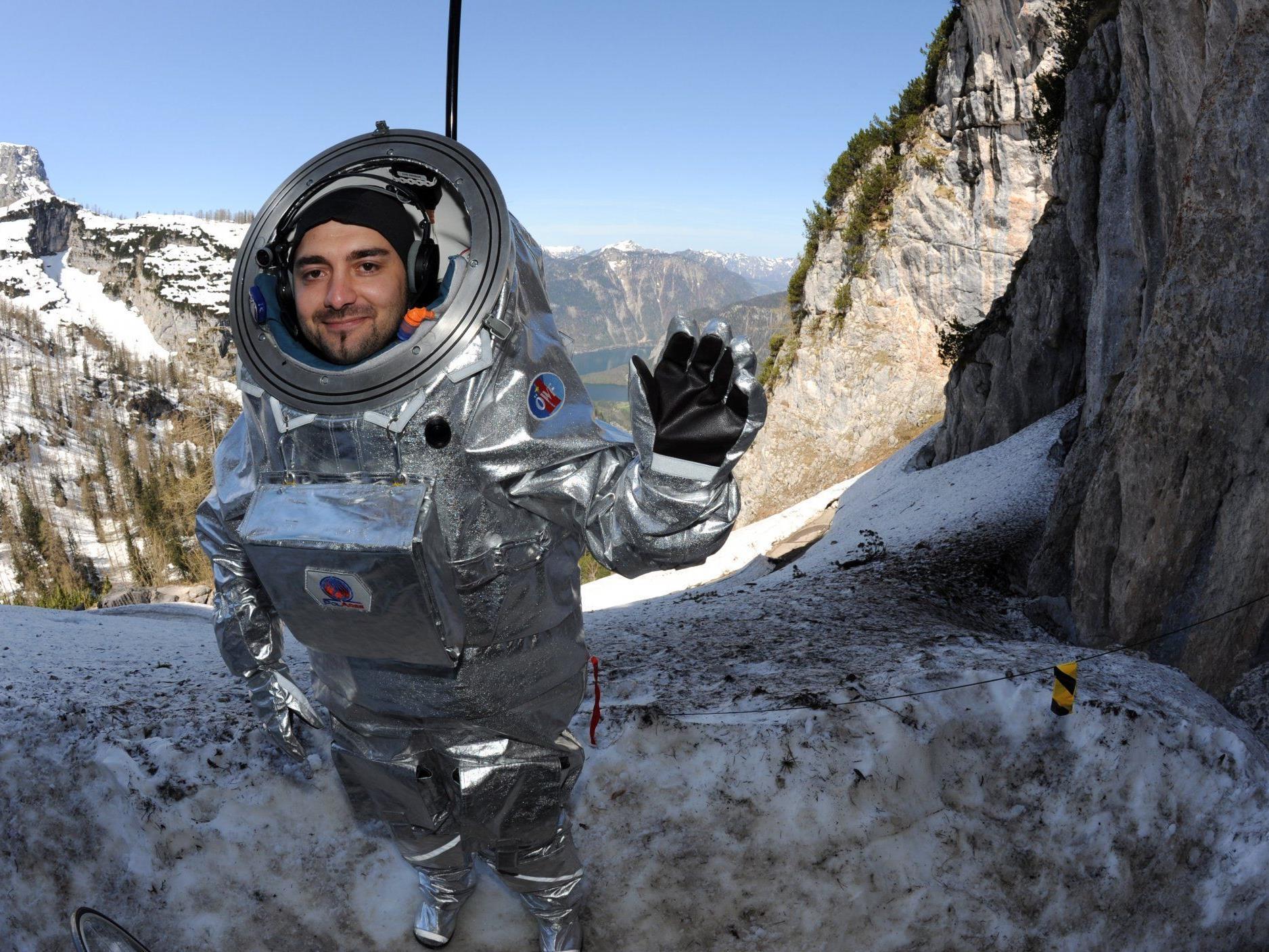 """Mars-Menschen am Dachstein: Test des Prototyps des vom Weltraum Forum Österreich konzipierten """"Aouda.X Raumanzuges."""