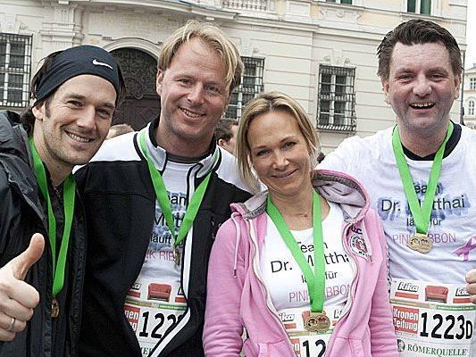 Glückliches Team Matthai nach dem Vienna City Marathon