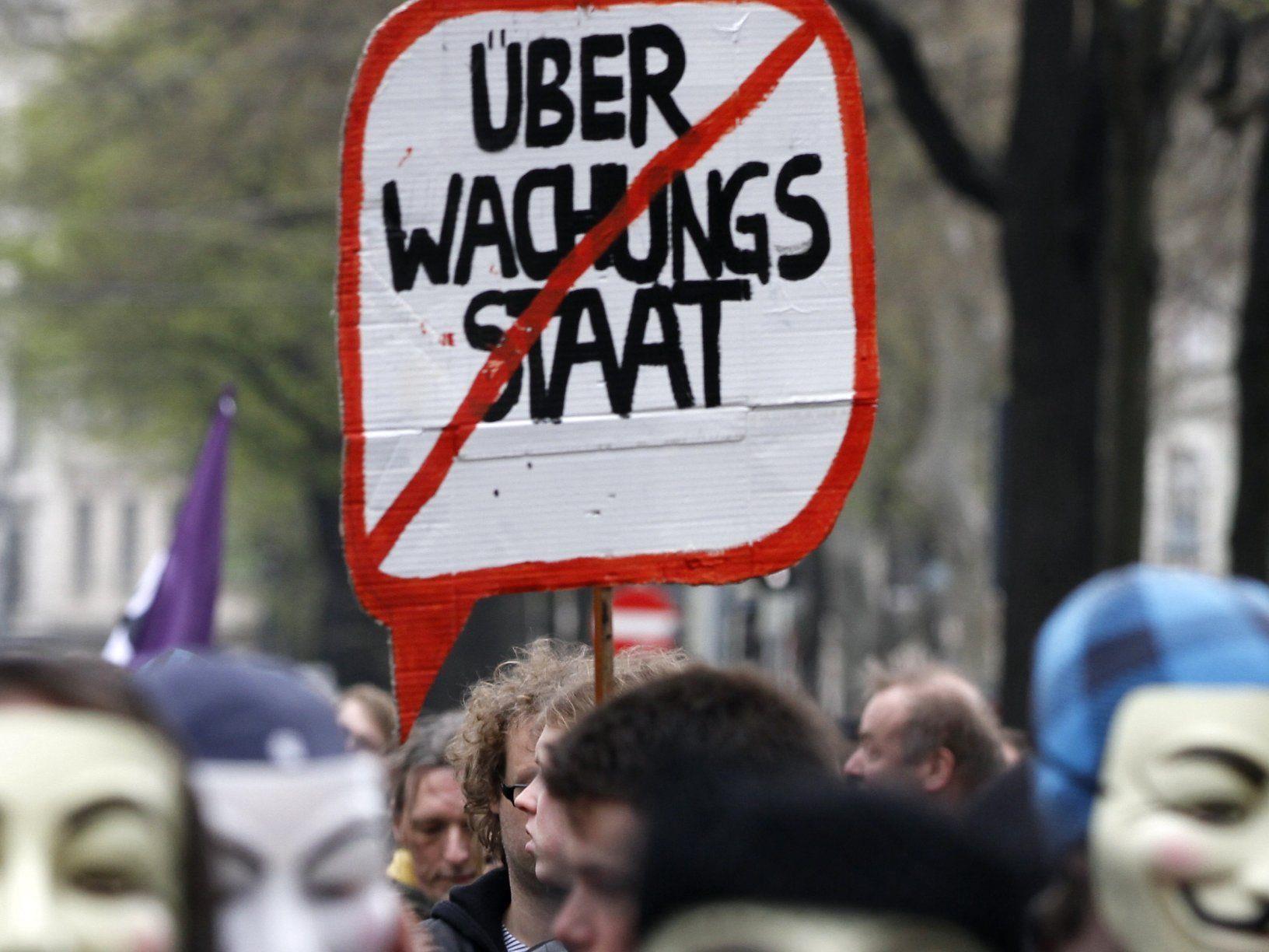 Protestdemonstrationen gegen die mit 1. April in Kraft tretende Vorratsdatenspeicherung.