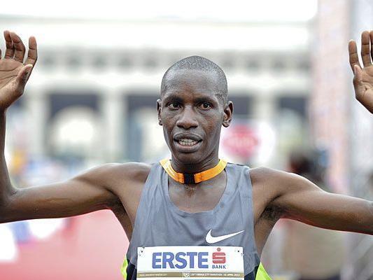 Henry Sugut gewinnt in der neuen Streckenrekordzeit von 2:06:58 den 29. Vienna City Marathon