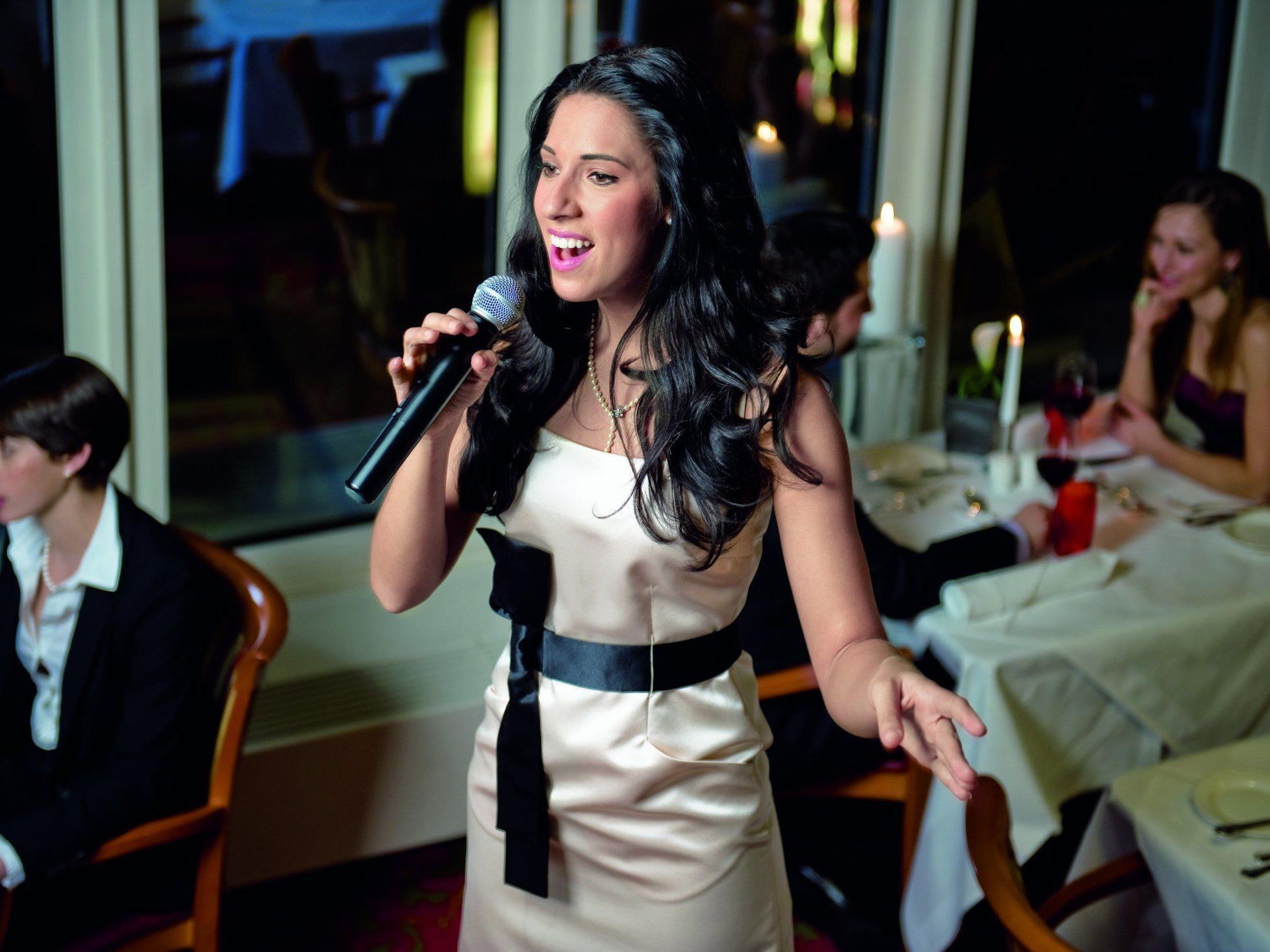 Caroline Kreutzberger singt donnerstags und samstags für die Gäste im Wiener Marriott