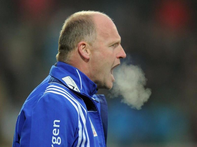 Rieds Trainer reagiert wenig erfreut über den Sieg der Wiener Austria.