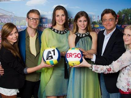 Diese Mädchen haben sich als Foto-Girls für den Beach Volleyball Grand Slam durchgesetzt.