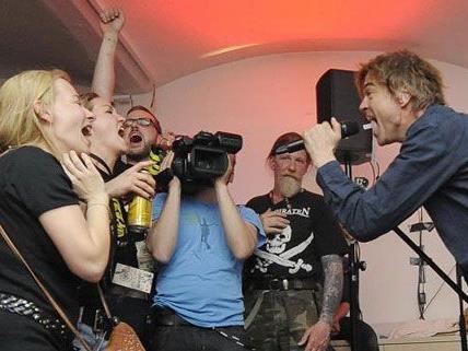 Campino und Co. hautnah: Die Fans feierten auf engstem Raum mit den Toten Hosen.