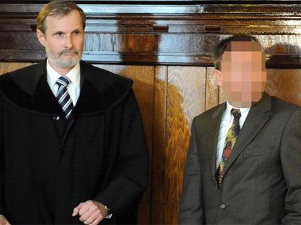 Der Angeklagte und vom Dienst suspendierte Wiener Chefinspektor (r.) mit seinem Verteidiger Andreas Duensing.