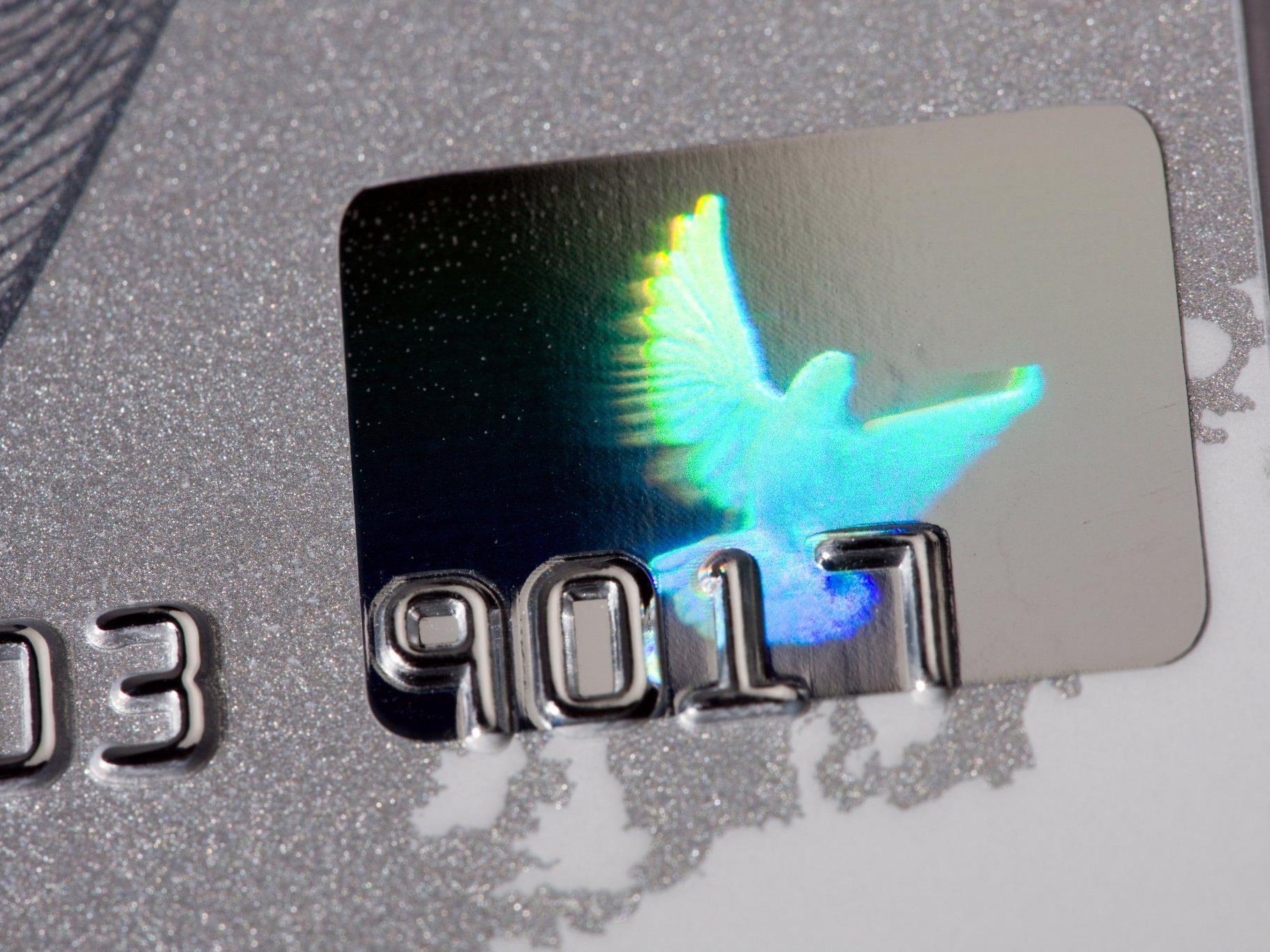 Eine fünfköpfige Bande klaute Kreditkarten aus Postkästen und ging damit auf Einkaufstour.