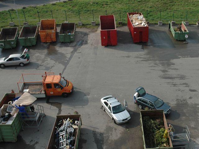 Nicht mehr nur auf den Mistplätzen können Problemstoffe abgegeben werden, sondern auch bei flexiblen Fahrzeugen
