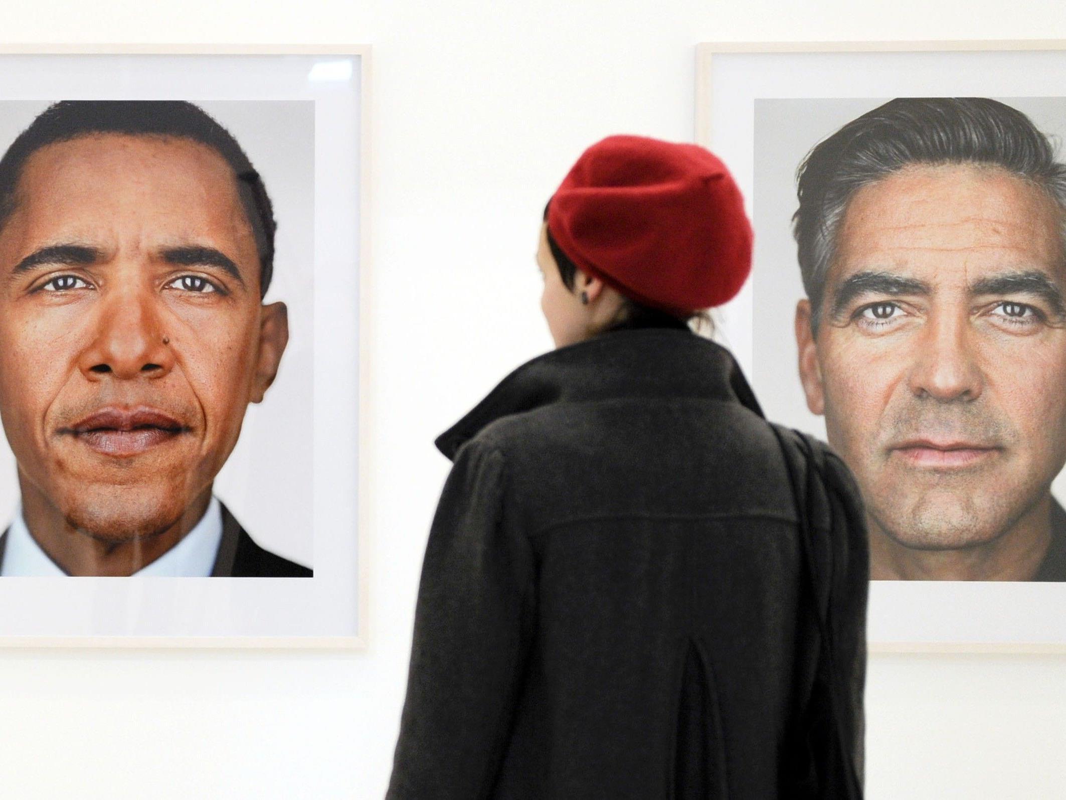 """Fotoausstellung von Fotograf Martin Schoeller: Obama und Clooney als """"Traummänner""""."""