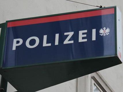 Die Männer, die einen 19-Jährigen am Freitagmorgen verprügelten, konnten unerkannt entkommen.