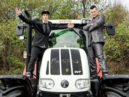 Die Proben haben begonnen, der Traktor steht bereit - die Trackshittaz sind für Baku bereit.