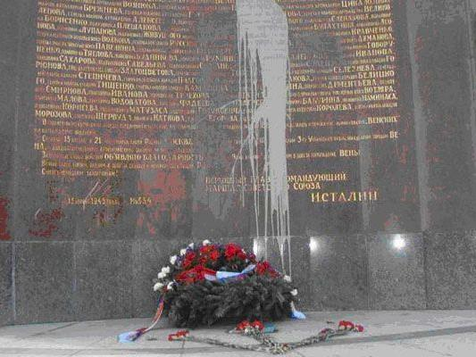 Unbekannte Vandale beschmierten am Freitag das Denkmal.