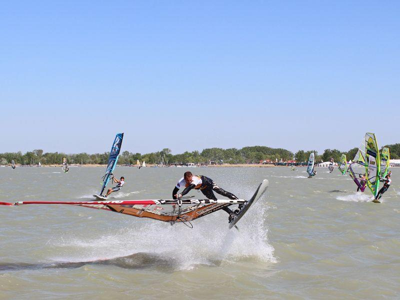 Volle Action beim Surfweltcup in Podersdorf!