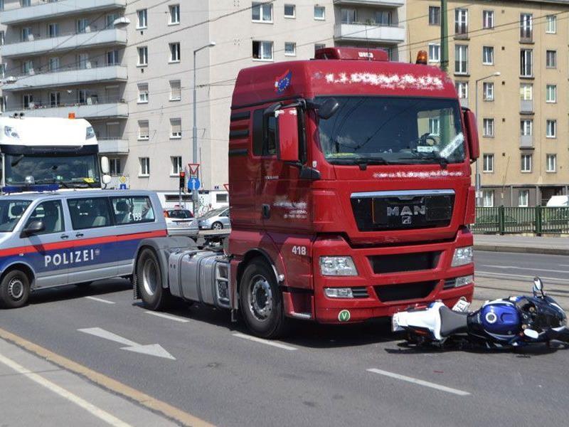 Am Freitag kam es auf der Franzensbrücke zu einem Unfall zwischen Lkw und Motorrad.