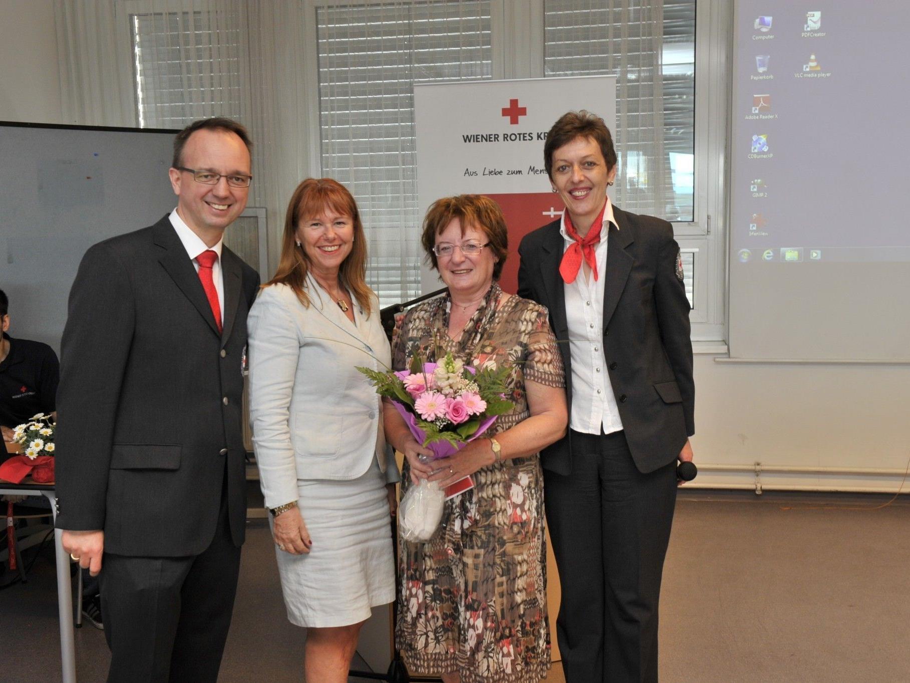 Geschäftsführer Alexander Lang, Angelika Rosenberger-Spitzy, Marianne Klicka, Gabriele Sprengseis, Leiterin Ausbildungszentrum