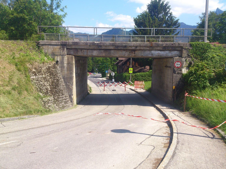 Die Brücke wird nun von einem Sachverständigen auf Schäden überprüft.