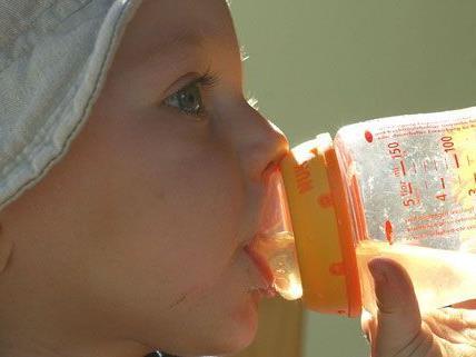 In Kindertee von Hipp soll Zukergranulat enthalten sein.