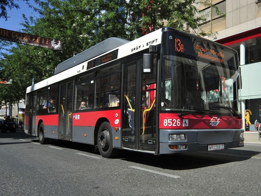 Wieder schwerer Busunfall auf der Linie 13A