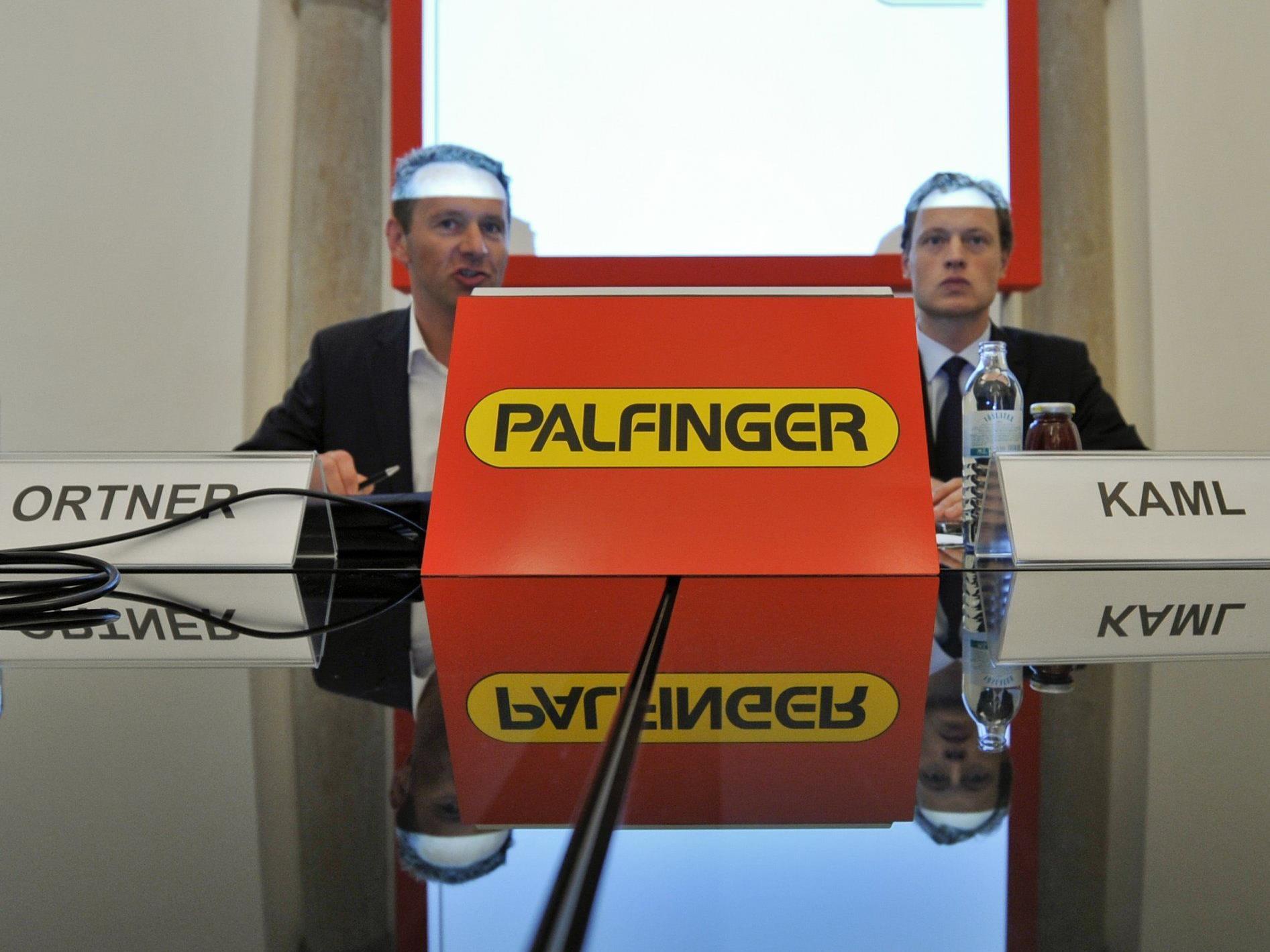 Palfinger AG Vorstandsvorsitzender Herbert Ortner (l.) und Finanzvorstand Christoph Kaml haben Grund zur Freude.