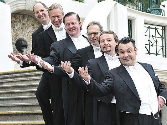 Die Comedian Singers präsentieren sich im Theater Center Form für die Wiener Charta