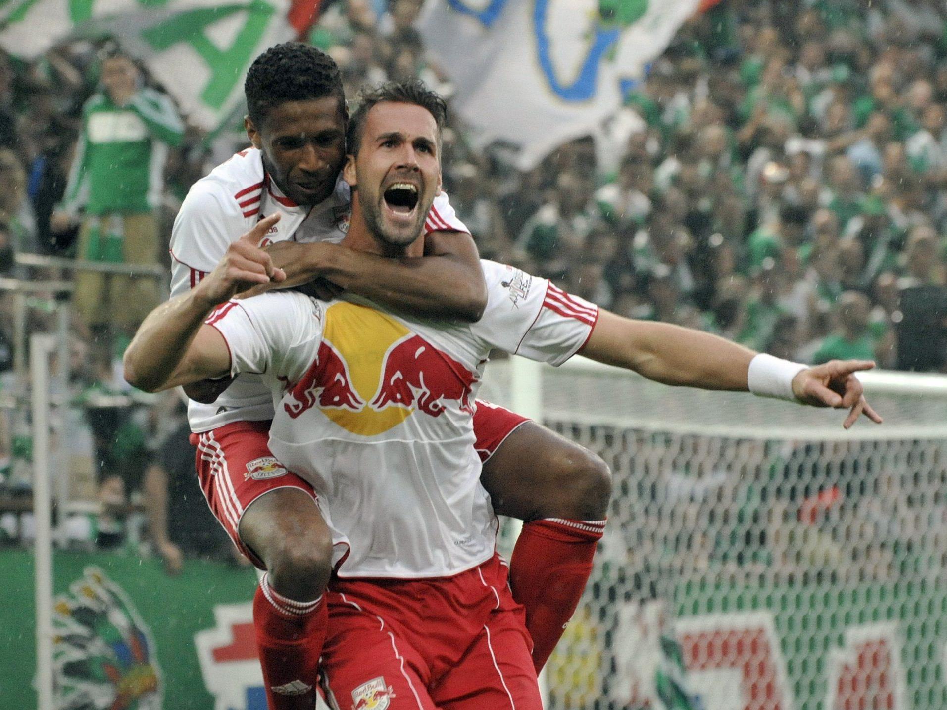 Stefan Maierhofer (r.) jubelt mit David Mendes da Silva über seinen Treffer.