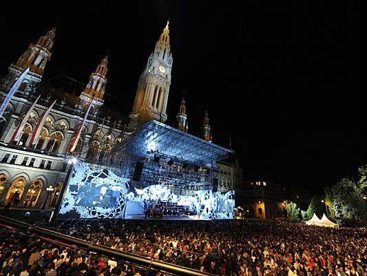 Die Wiener Festwochen sorgen alle Jahre wieder für Riesenandrang am Rathausplatz