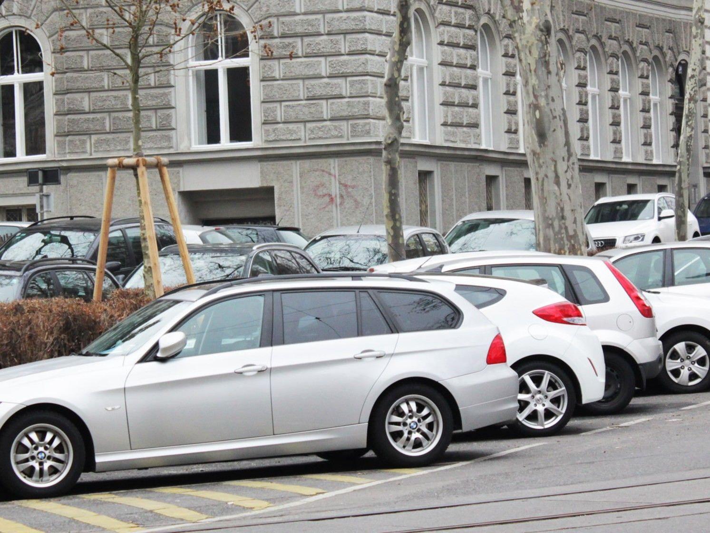 Die Wiener ÖVP versucht die Parkpickerl-Ausweitung in fünf Bezirken mit einer Volksbefragung zu kippen.
