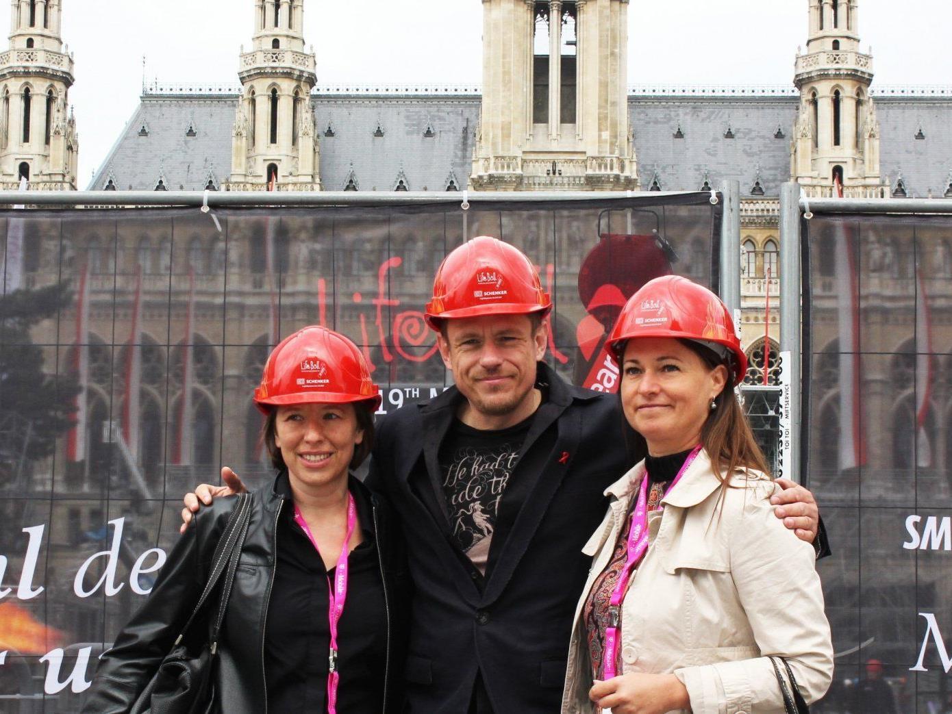 Die Aufbauarbeiten zum Life Ball 2012 haben am Montag begonnen.