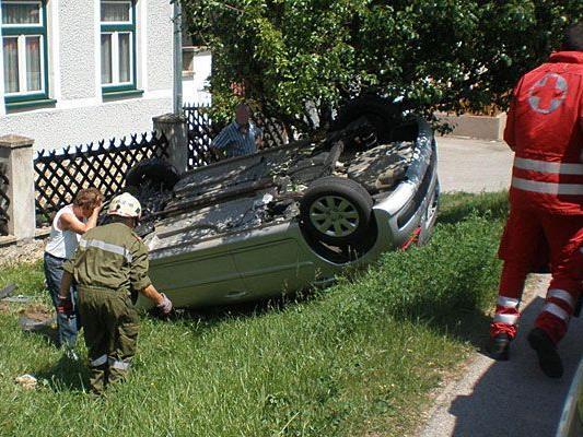 Unfall in Neunkirchen: Ein Pkw überschlug sich von der Straße