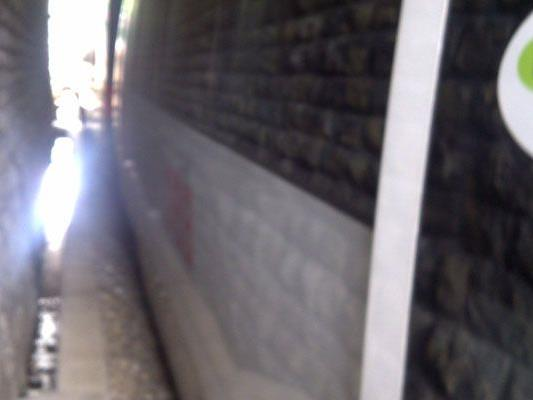 Thomas Sch. blickt aus der seit einer Stunde stehenden S45 in den Tunnel
