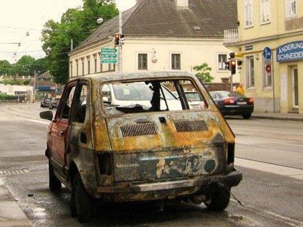 Der Wagen hatte aufgrund eines technischen Fehlers zum Brennen begonnen.