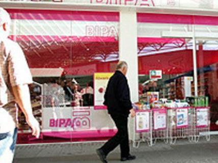 Mehrere BIPA-Filialen und ein Lebensmittelgeschäft soll Martin S. überfallen haben.