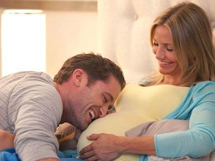 In ihrem neuen film ist cameron Diaz schwanger, im echten Leben denkt sie über eine Adoption nach.
