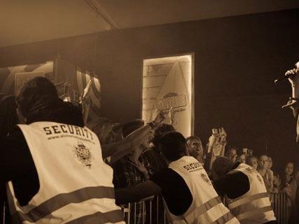 Gewöhnlich ist bei Konzerten von Cro großer Ansturm - beim Beeasy Festival wird das nicht anders sein.