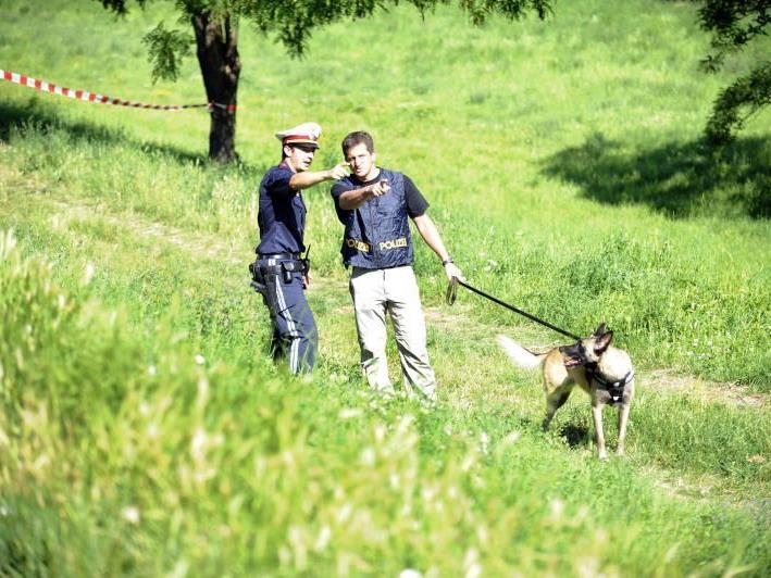 Die Polizei sucht mit Spürhunden nach Heidrun W. - SYMBOLBILD