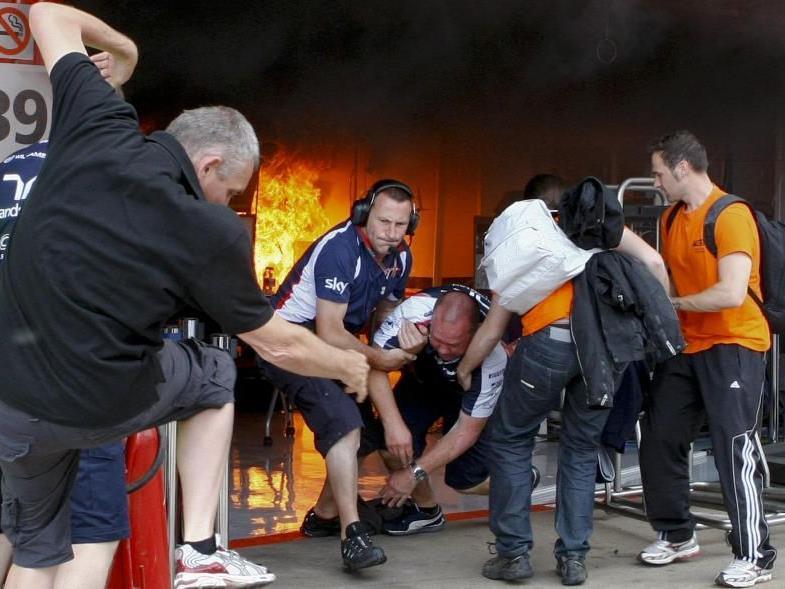 Rätselraten nach Brand in der Williams-Box