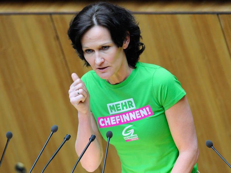 Glawischnig fordert in Linz je eine Öko- und eine Bildungsmilliarde