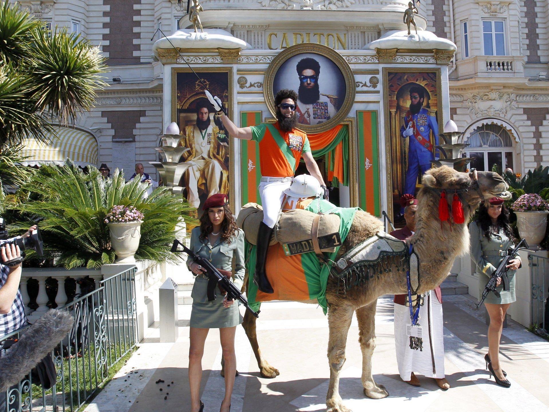 Sacha Cohen am Kamel in Cannes.