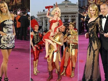 Zahlrecihe Promis wie Karolina Kurkova und Lydia Hearst schwebten am Samstag über den Magenta Carpet am Life Ball 2012.