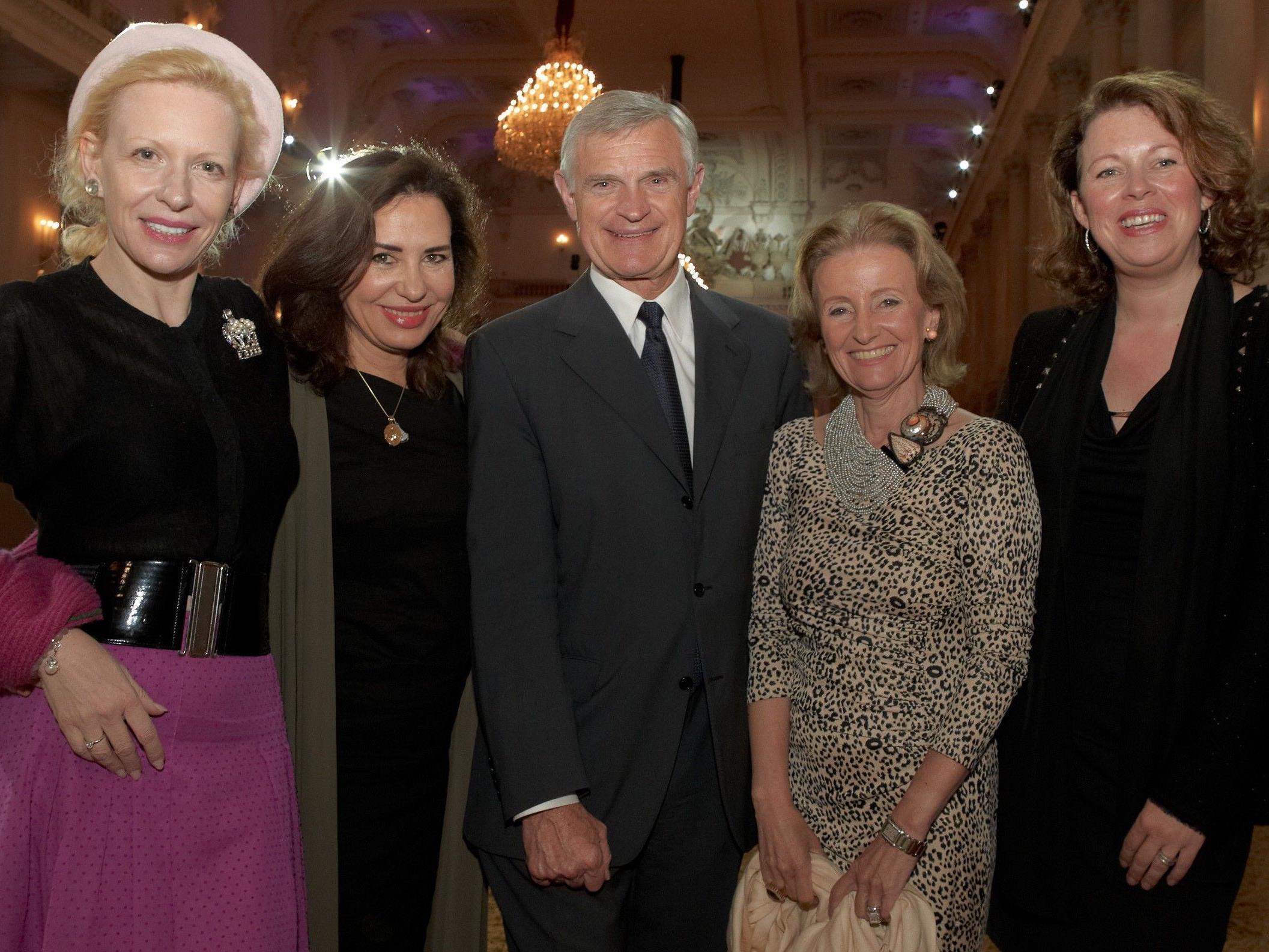 Sunnyi Melles, Brigitte Karner, Thomas Schäfer-Elmayer, Elisabeth Gürtler und Dee McKee.