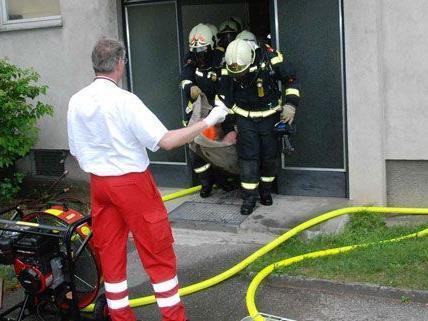 Am Donnerstag wurde ein Mann bei einem Wohnungsbrand in Maria Enzersdorf schwer verletzt.