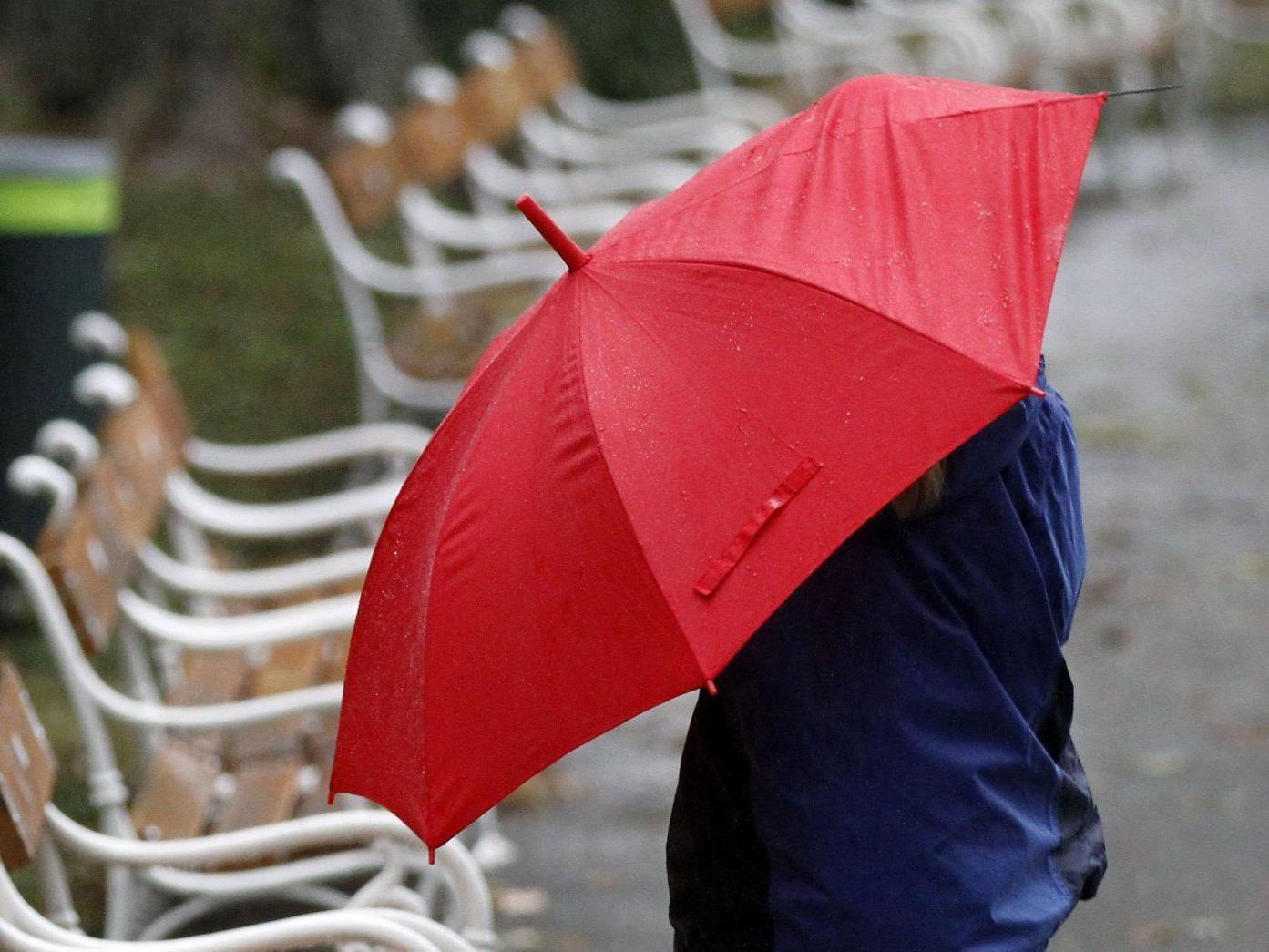 Wetteraussichten für das Wochenende: Nach sommerlichen Temperaturen kehren Regen und Wind zurück.