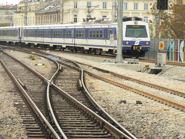 Die Schnellbahn zwischen Wien-Mitte und Meidling steht: Oberleitungsschaden