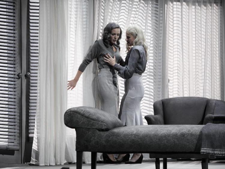 """Peter Simonischek als Fabrikant """"Friedrich Hofreiter"""" agiert am Mittwoch (21.09.11) waehrend der Fotoprobe von """"Das weite Land"""" von Arthur Schnitzler im Burgtheater in Wien."""