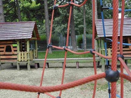 Klettergerüst Hängebrücke : Feuerwehr muss 6 jährigen aus klettergerüst befreien vienna online