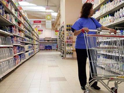Gleich in zwei Wiener Supermärkten schlugen Räuber am Freitag zu.